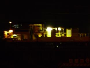 荷卸しを終えて、木曽川右岸堤防道路の上で停車(1:06)