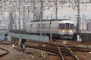(3)名古屋から25Dが4番線へ