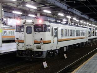 岐阜駅3番線に入線(21:17)
