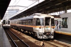 (10)24Dが名古屋へ向けて発車