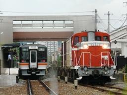4544D(左)と551レ(右) 東浦
