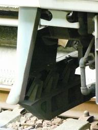 キハ75-302のスカート(裏側)