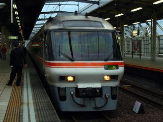 36D 先頭3両は岐阜から2036D大阪行き