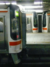 4564D(手前),4561D(奥) 名古屋
