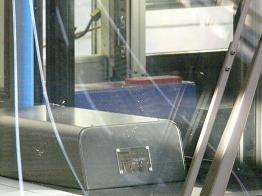 真ん中の青い物体が運賃箱 キハ25-1