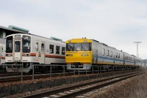 キヤ95 DR1が入区していた。15時台には居なかった。左はキハ11-101(16:46)