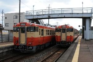 3709D(左)と4706D 那加