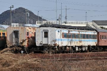 キロ28 2303(左)とキハ180-1