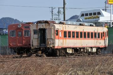 キハ30 51(左)とキハ58 787