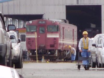 単車で置かれた高岡色キハ47トイレ付き車
